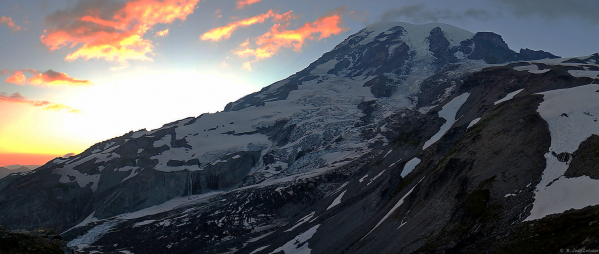 Our destination...Mount Rainier (14,410'/4,394m).