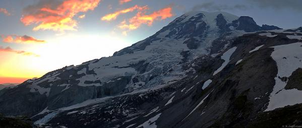Our destination...Mount Rainier (14,410'/4,394m).
