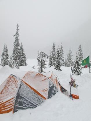 Another snowy night. Time to have breakfast, pack up camp and head back home.