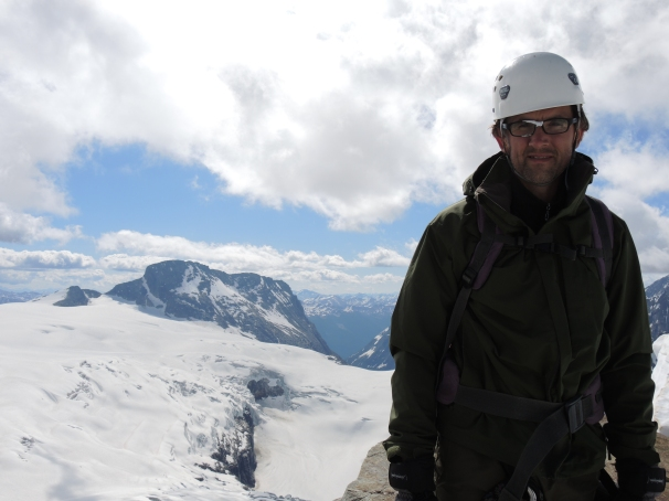 Jason strikes a jaunty pose with Mount Macoun (3030 m) rising in the background.